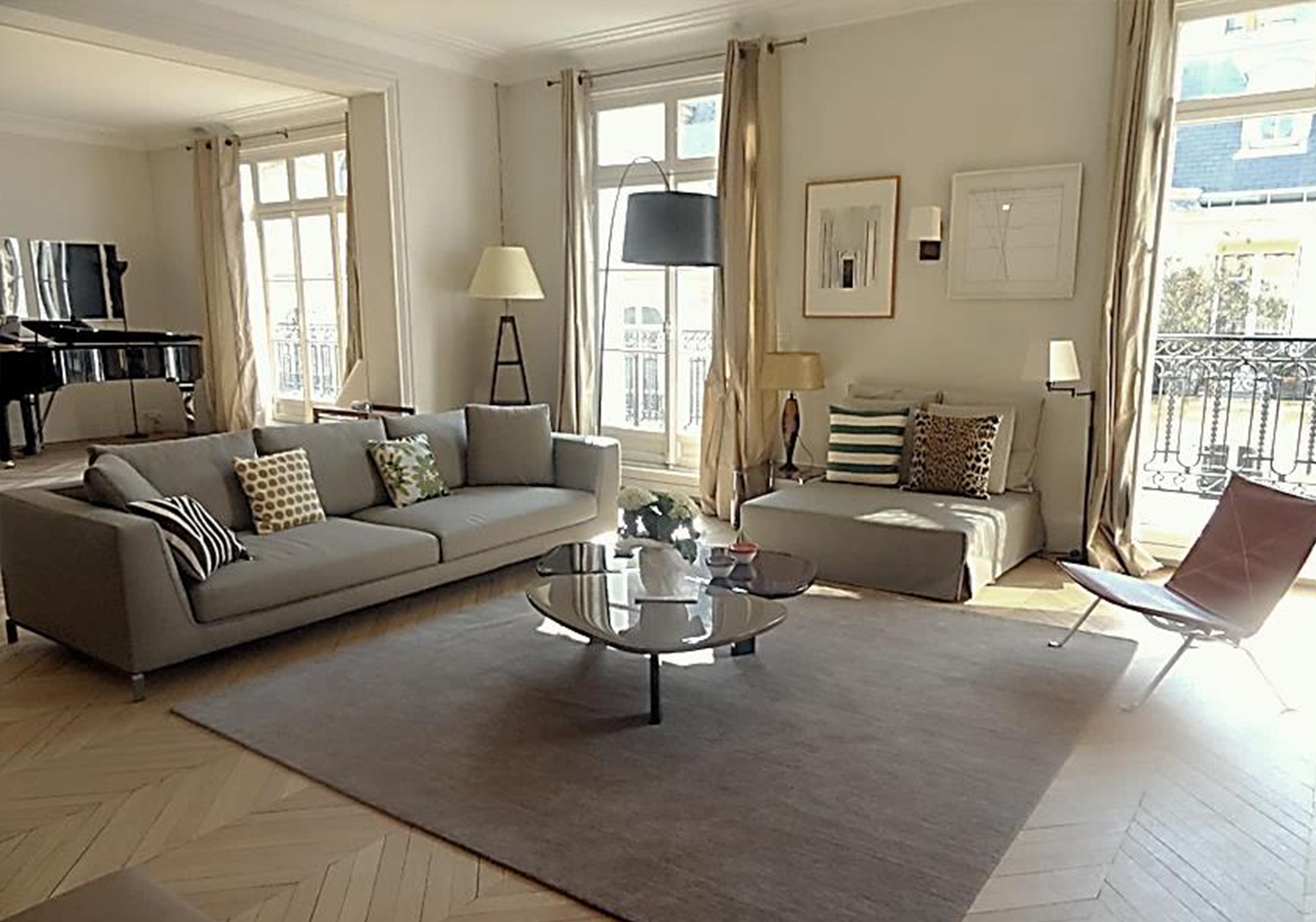 Interieur singulier appartement paris 16 for Deco rideaux salon contemporain